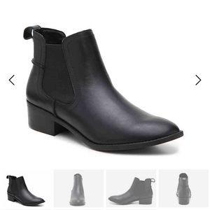 Steve Madden Drape chelsea boot in black 8.5